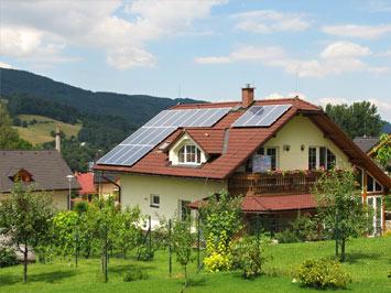 Solární panely na střeše RD